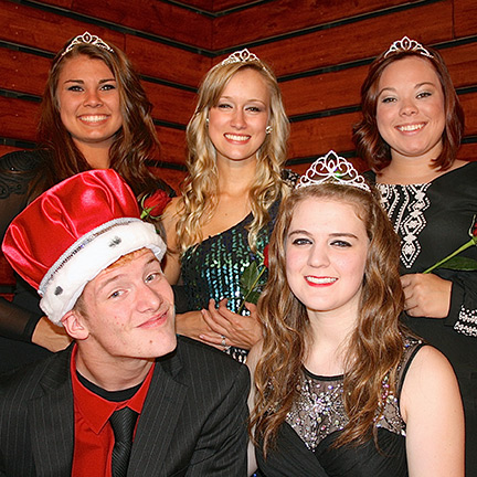 Students Crown 2014 Homecoming Court