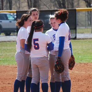 Softball-Huddle - Softball Huddle